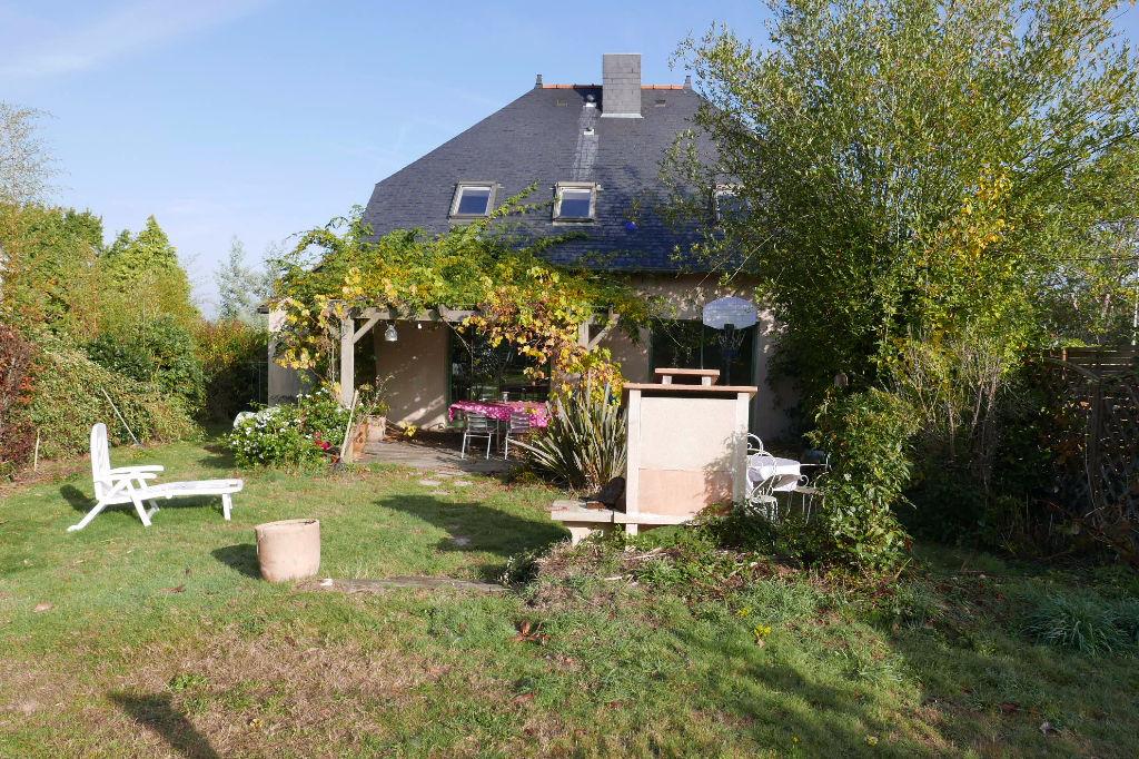 Maison indépendante hors lotissement jardin de 700 m2