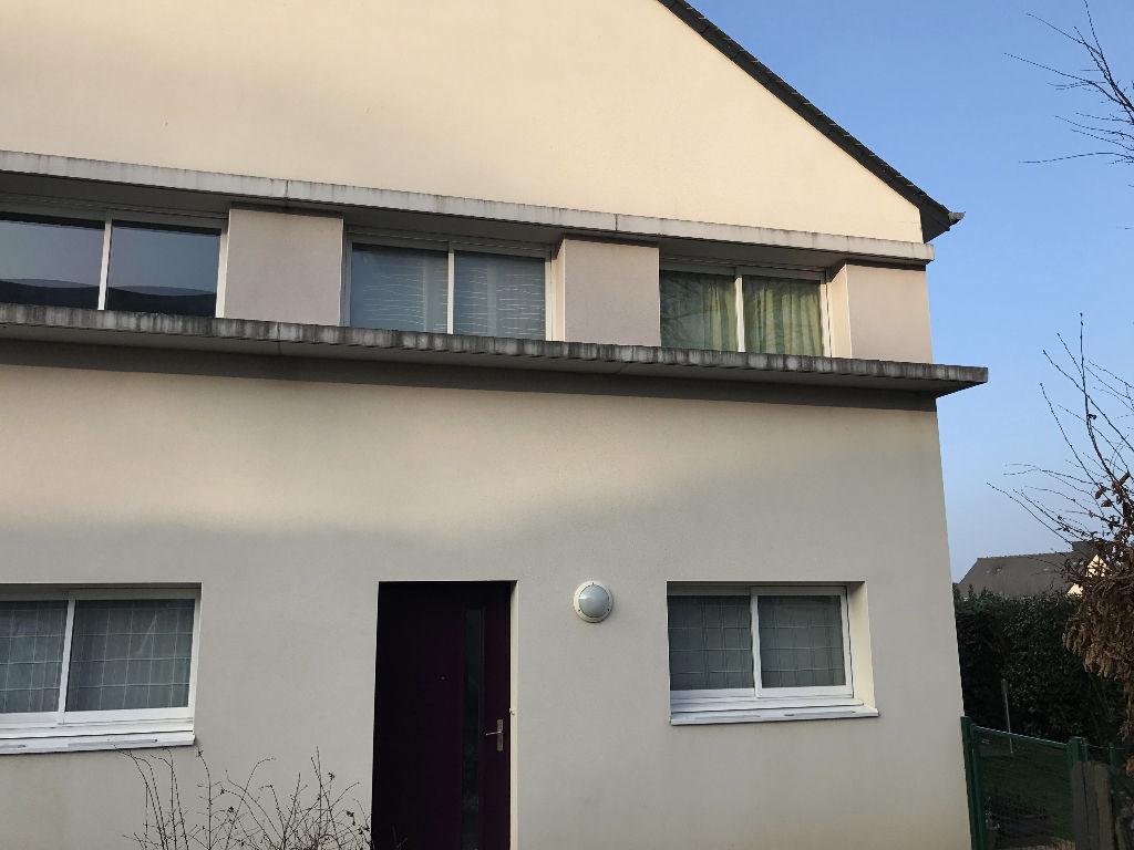 Appartement-maison avec 3 chambres et un jardin !