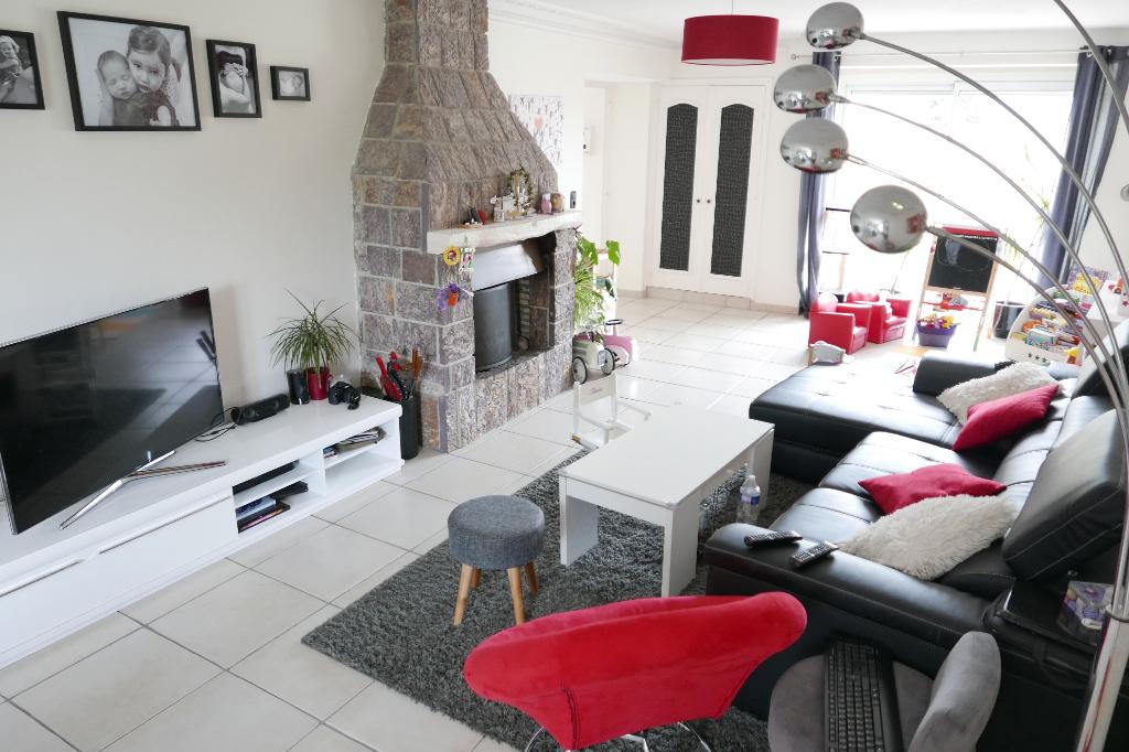 Maison spacieuse avec 4 chambres et un bureau