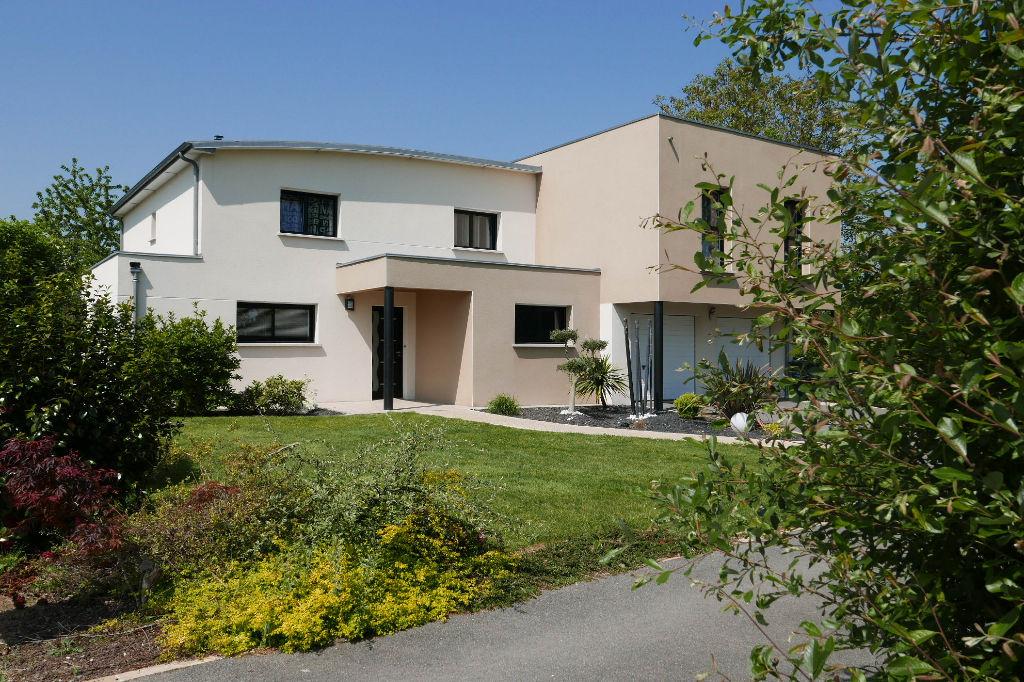 Maison d'architecte hors lotissement avec jardin plus de 1000 m2