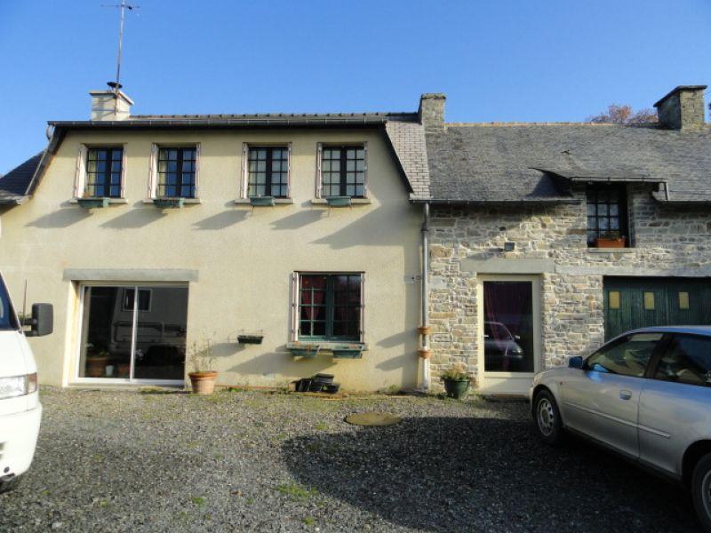 Maison en pierre avec 1270 m² de jardin et dépendances à Saint Senoux