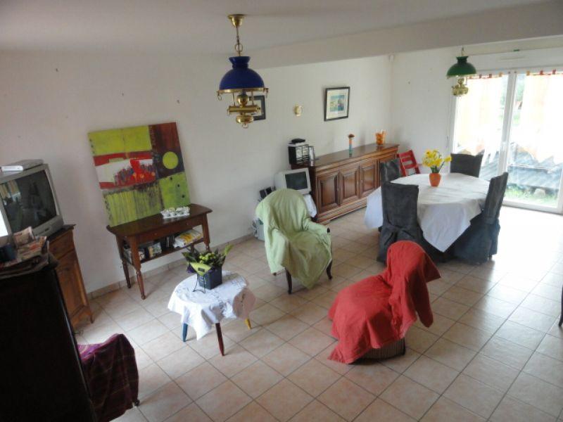 Maison contemporaine avec 4 chambres et un bureau !